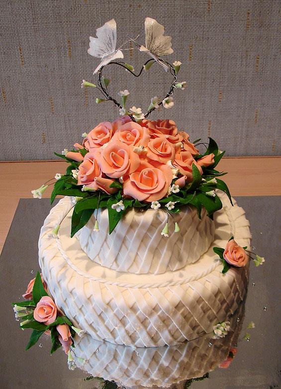 Этот свадебный торт розы и бабочки вы