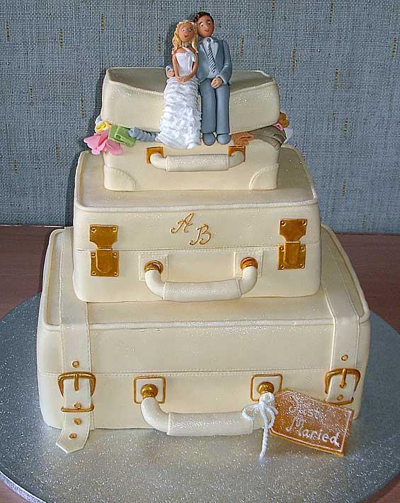 """Оригинальный свадебный торт """"Посидим на дорожку"""""""