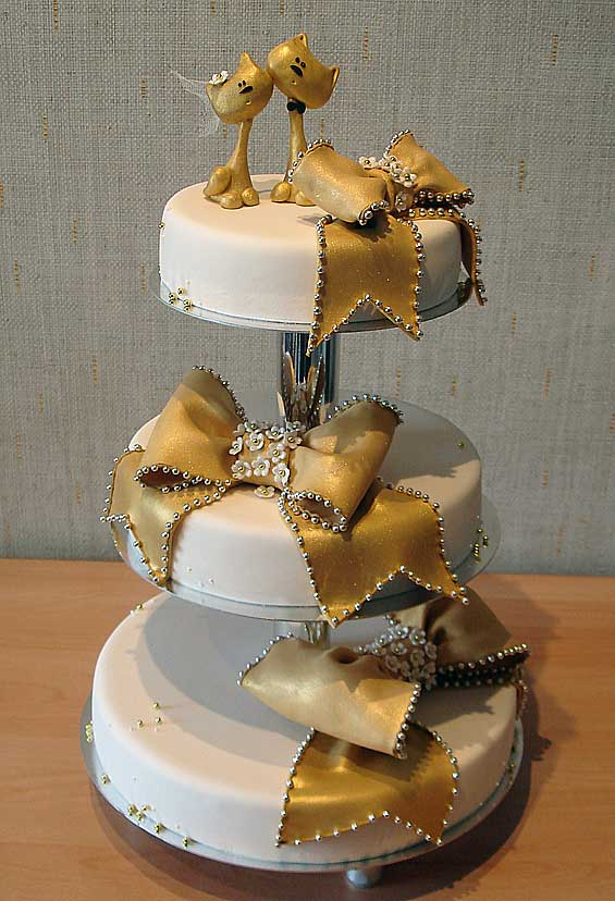 Оригинальный свадебный торт золотые