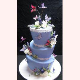"""Торт """"Цветы и бабочки"""""""