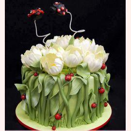 """Торт """"Тюльпаны с бабочками"""""""