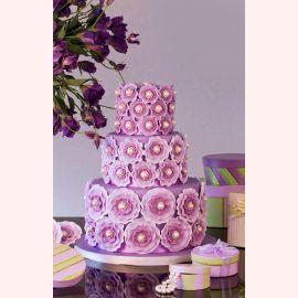 """Торт """"Фиолетовые цветы с жемчужинами"""""""