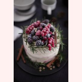"""Торт на Новый год """"Иней на ягодах"""""""