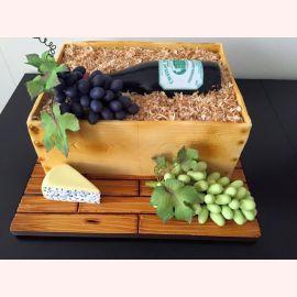 "Торт ""Бутылочка вина и грозди винограда"""