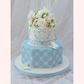 """Торт """"Белые розы и бабочки"""""""