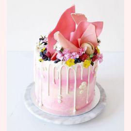 """Торт """"Розовый Бум из ягод и цветов"""""""