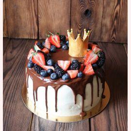 """Торт """"Ягодный с золотой короной"""""""